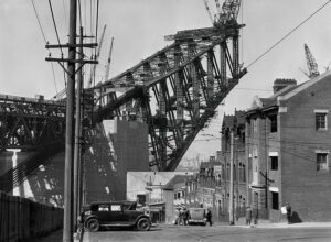 csm_Hoppe_The_Sydney_Harbour_Bridge_under_construction__Australia_900_5d1ae3d569-1